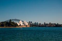 Оперный театр Сиднея с мостом гавани Стоковые Фото