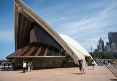 Оперный театр Сиднея: Архитектурноакустическая деталь стоковая фотография