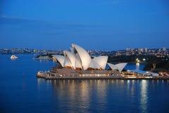 Оперный театр Сиднея в вечере Стоковые Изображения