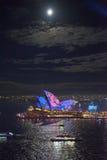 Оперный театр Сиднея в ярком Сиднее Стоковые Фото