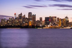 Оперный театр Сиднея и центральный финансовый район Сиднея на ni Стоковое Изображение
