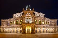 Оперный театр Semper (Semperoper) к ноча, Дрезден Стоковая Фотография