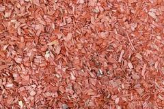 Опилк и утески сосны пропитаны с красным антисептиком Стоковое фото RF