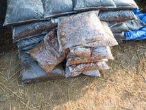 Опилк и удобрение в полиэтиленовых пакетах Стоковая Фотография RF