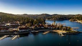 Оплакивая вид с воздуха наконечника озера, Калифорния на спокойный зимний день стоковая фотография