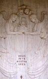 Оплакивая скульптура на кладбище Mirogoj в Загребе Стоковые Фотографии RF