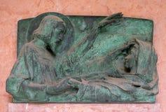 Оплакивая скульптура на кладбище Mirogoj в Загребе Стоковая Фотография RF