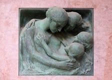 Оплакивая скульптура на кладбище Mirogoj в Загребе Стоковое Изображение RF