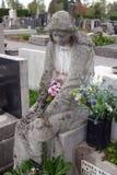 Оплакивая скульптура на кладбище Mirogoj в Загребе Стоковое фото RF
