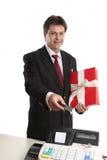 оплачивать человека карточки persent стоковые фотографии rf