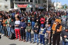 Оплачьте во время его похоронной церемонии в Рафахе, в южном сектора Газа стоковое изображение rf