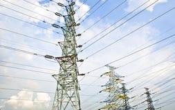 Опора линии электропередач против неба Стоковые Изображения