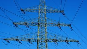 Опора электричества направляет электричество наивысшей мощности стоковые изображения rf