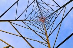 Опора электричества, нижний взгляд стоковое фото rf