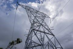 Опора электричества с кабелем 220kv стоковое фото rf