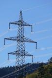 Опора электричества, высоковольтная сила против голубого неба Стоковое Изображение RF