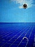 опорожнили отражение бассеина Стоковое Фото