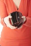 опорожните детенышей женщины бумажника выставок Стоковое Изображение RF