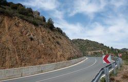 Опорожните изогнутую дорогу асфальта горы Стоковая Фотография