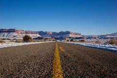 Опорожните открытую дорогу в зиме Стоковая Фотография