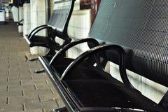 Опорожните покинутый металл черноты стенда центральной станции простой Стоковые Фотографии RF