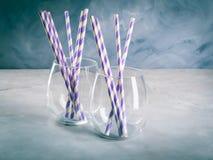 Опорожните стекла питья с соломами партии Стоковая Фотография