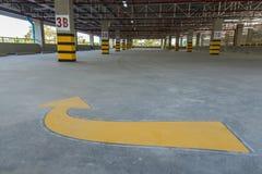 опорожните стоянку автомобилей гаража Стоковое Изображение RF