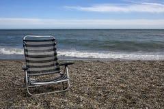Опорожните sunbed на пляже Стоковое фото RF
