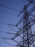 Опоры линии электропередач на сумраке Стоковое фото RF