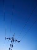 Опоры линии электропередач на сумраке Стоковое Изображение RF