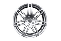 Оправа колеса автомобиля алюминиевая стоковая фотография rf