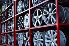 Оправа колеса автомобиля алюминиевая Стоковые Фотографии RF