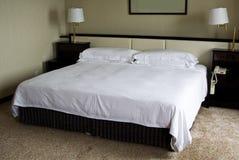 определенный размер король кровати Стоковая Фотография
