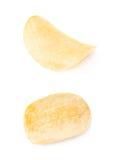Определите изолированный кусок картофельной стружки Стоковые Фото