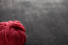 Определите розовый шарик пряжи с мягким фокусом Стоковое Изображение RF