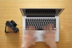 Оприходование компьтер-книжки изображений онлайн сквозной Стоковые Фото