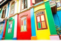 Опрокинутый взгляд красочных домов в меньшей Индии Сингапура Стоковая Фотография