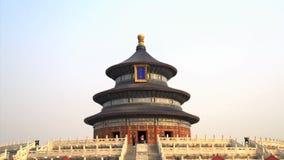 Опрокиньте к верхней части Temple of Heaven в Пекине сток-видео
