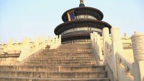 Опрокиньте от лестниц к верхней части Temple of Heaven в Пекине акции видеоматериалы