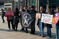 Опротестуйте общество охраны животных активистов Берлина против пользы диких животных в цирке Стоковое Изображение