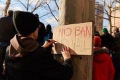 Опротестуйте против запрета иммиграции ` s козыря мусульманского Стоковая Фотография RF