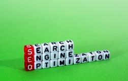 Оптимизирование поисковой системы SEO на зеленом цвете Стоковое Изображение