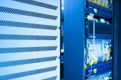 Оптическое волокно с серверами в центре данных технологии Стоковые Изображения RF