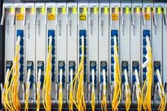 Оптическое волокно с серверами стоковая фотография