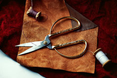 Оптовая ткань Состав коричневых ванильных аксессуаров кожи и ботинка Стоковые Фотографии RF