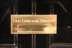 Опуская улица St подписывает внутри город Вестминстера в премьер-министре резиденции Лондона Англии домашнем Первый лорд казначей Стоковые Фотографии RF