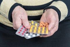 Опытные человеки с таблетками стоковая фотография rf