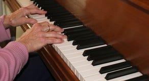 опыт вручает рояль стоковая фотография rf