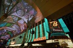 Опыт улицы Fremont, ` s Binion играя в азартные игры Hall и гостиница, ориентир ориентир, район метрополитена, метрополия, ноча стоковое изображение