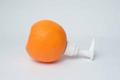 Оранжевая бутылка лосьона насоса Стоковое фото RF